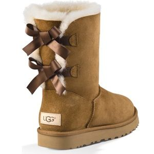 Chestnut bow uggs